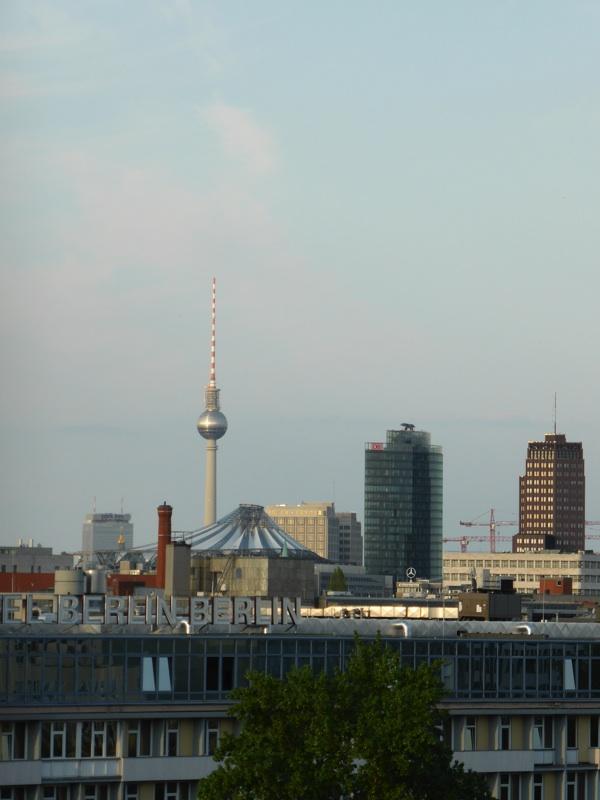 Blick aus dem Fenster des Motel One Tiergarten: Fernsehturm Berlin